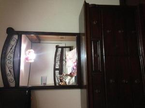 Cómoda en Cedro y Espejo con marco de Cedro