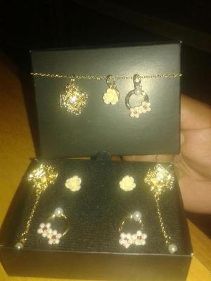 Aretes Y Collar Bañando de Oro de Avon
