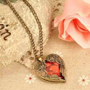 Cadena Collar Con Dije Corazon Rojo Con Alitas Cromadas