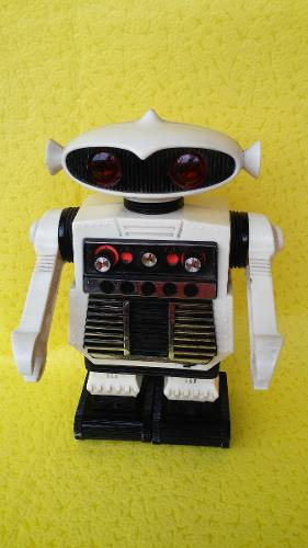 Antiguo Robot Radio