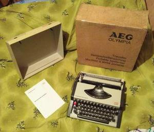 Máquina De Escribir Aeg Olympia Traveller De Luxe S