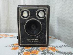Antigua Camara Fotográfica Brownie De Kodak De 1938