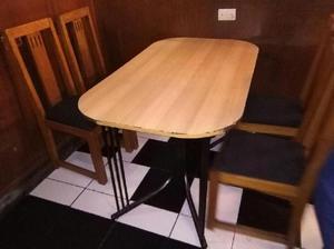 Mesa de melamine con 4 sillas para hecho en posot class for Sillas para jugueria