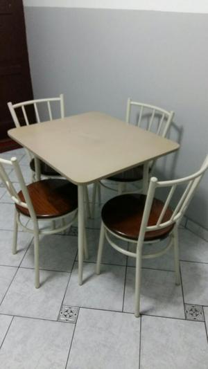Mesas con 4 sillas marca ikasa posot class for Comedor de diario sodimac