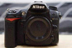 Nikon D7000 Solo Cuerpo Usada Con Accesorios Mochila Fancier