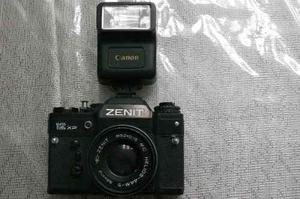 Vendo Camara Zenit Con Estuche Flash En Buen Estado