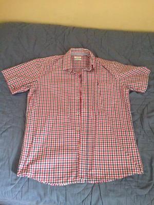 Vendo camisa talla M marca cacharel