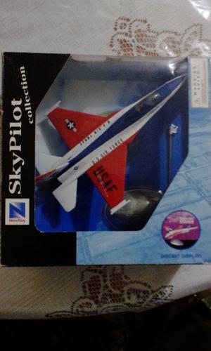 Avión A Escala 1/72 F-16 New Ray - Sky Pilot Collection