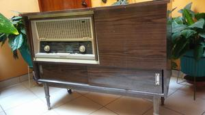 Se Vende Radio Antigua con Tocadisco