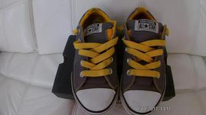 REMATE: Zapatillas Converse / Talla 35 Color plomo y