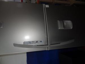 refrigeradora mabe de 430L con dispensador