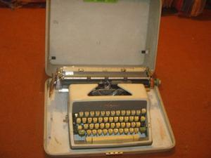 Antigua Maquina De Escribir Olimpia En Buen Estado