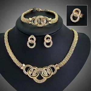 Lindo juego de collar aretes pulsera anillo bañado en oro