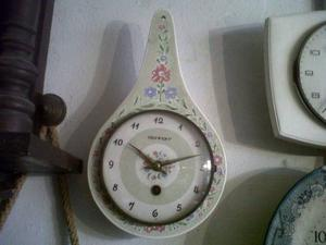 Antiguo Reloj De Porcelana A Cueda Funcionando