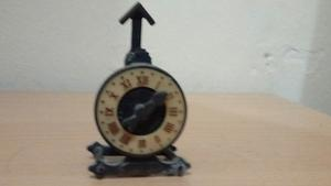 Tajador Antiguo En Forma De Reloj