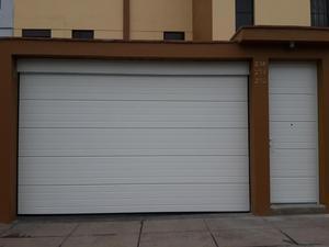 Puertas de madera y fierro en levadizos telef posot class - Puertas de garaje murcia ...