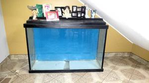 Vendo acuario A1. Con base y tapa de madera y luces