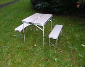 Mesa de aluminio plegable para laptop con posot class for Mesa plegable con asientos