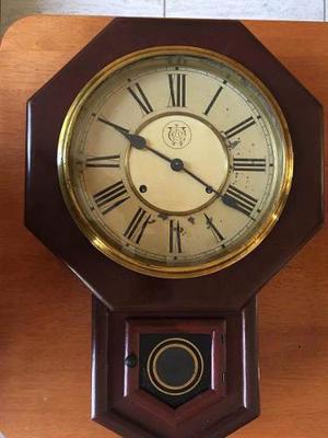 Antiguo Reloj De Pared Con Pendulo Marca: Waterbury
