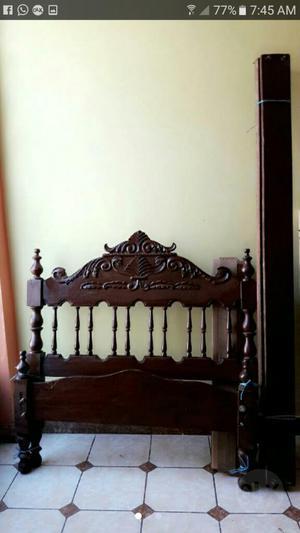 Vendo cama de 2 plazas tallada en cedro posot class for Cama de plaza y media