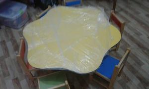 Mesas con 4 sillas marca ikasa posot class for Sillas para inicial