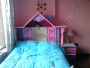 Juego de dormitorio seminuevo de Barbie