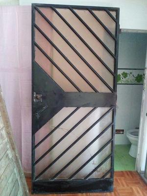 Puerta de metal con vidrios, reja para ventana de metal casa