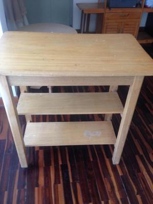 mesa auxiliar de madera, usada
