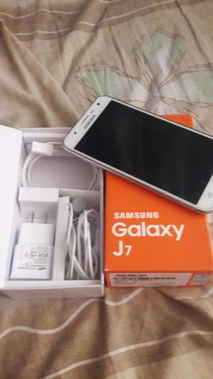Vendo Galaxy J7 Libre 9.5puntos con Caja