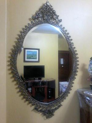 Antiguo Espejo Biscelado de Bronce.