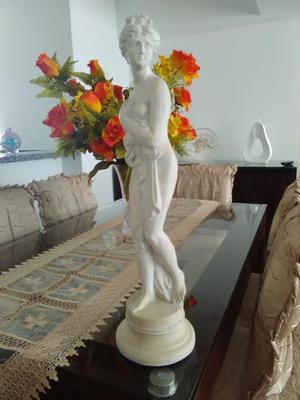 Escultura Venus en Piedra de Huamanga