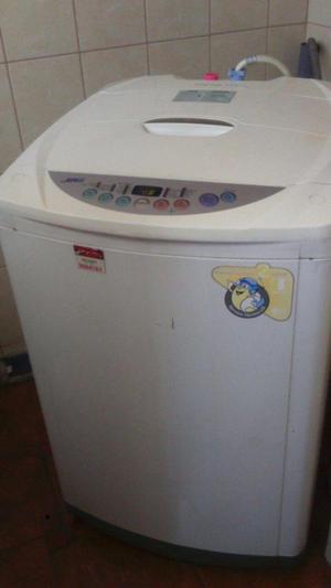 Se vende lavadora LG TURBO FUZZY LOGIC DE 11 KG en buen