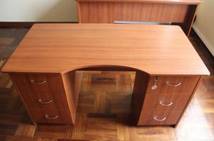 Escritorios gerenciales remato marca fursys posot class for Vendo muebles de oficina usados