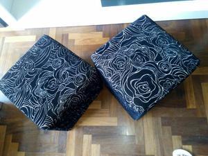 Vendo Par de Puff Color Negro con Diseño