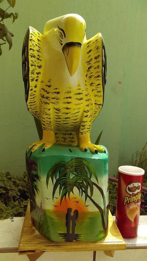 Águila tallado en madera con base alcancia