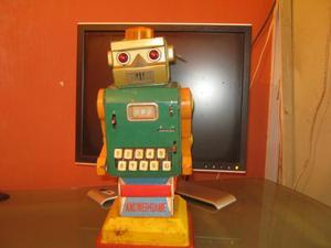 ANTIGUO ROBOT ESPACIAL