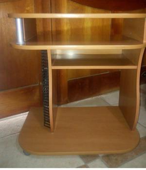 Mueble para televisor con ruedas S/.100