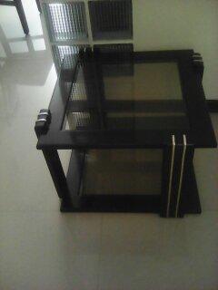 2 mesas de sala y 1 lampara de pie