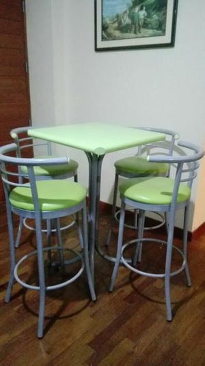 Juego de mesa 4 sillas para juguer a fuente posot class for Juego comedor pequea o