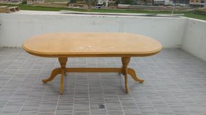 Mesa de madera en buen estado
