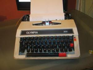 Antigua Maquina De Escribir Funciona Olynpia