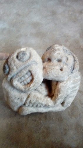 Antigua Escultura De Piedra Antigua