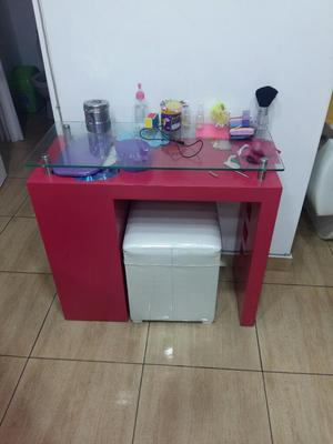 Mueble para manicure y 2 sillas posot class for Sillas para manicure