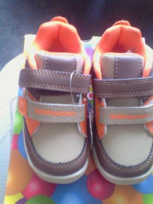 Zapatos para niño Bubble Gummers talla 22 color Beig con
