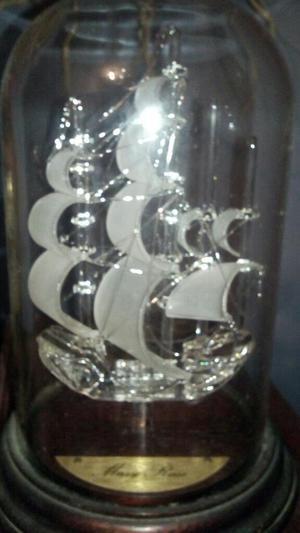 Barco de Cristal mary Roseen Pomo