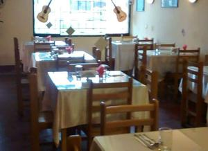 Mesa de madera posot class for Menaje restaurante