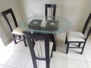Juego comedor redondo usado marron oscuro 4 sillas posot for Comedor 6 sillas usado