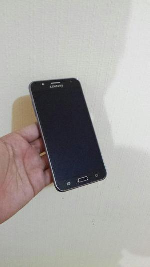 Vendo Samsung J7 Libre de Operador a 520