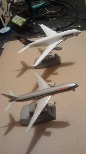 vendo dos aviones a escala de metal