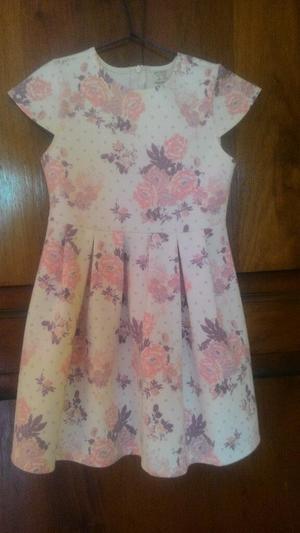Vestido Crema con Flores Talla 6 Zara